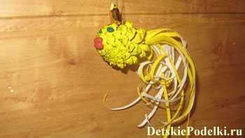 Поделки из шишек. Золотая рыбка. Мастер класс с фото 14